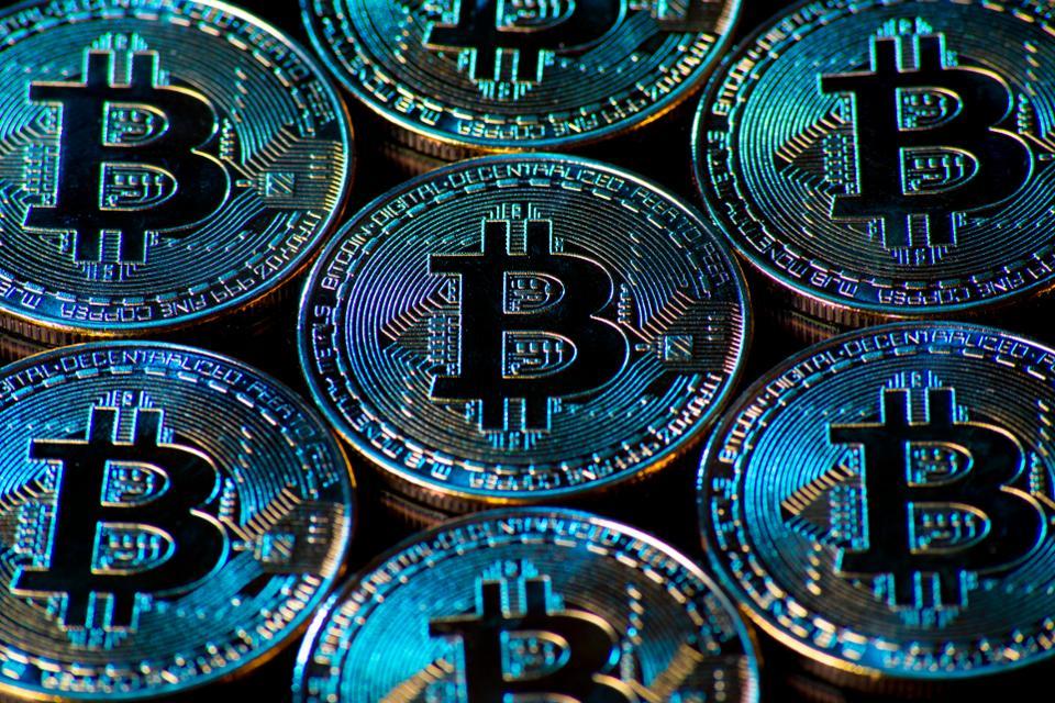 Bitcoin a scende sotto i 10,000 usd