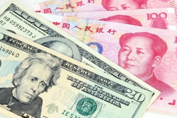 Il dollaro ha una lieve flessione in seguito alla ripresa dei rapporti con la Cina