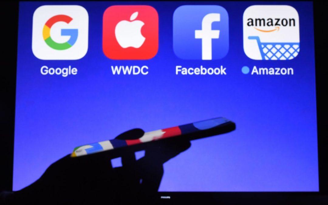 Forti accuse per i colossi di internet