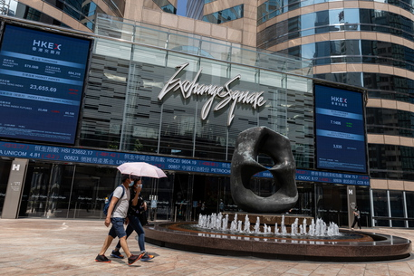 Crollo Borsa Hong Kong: la stretta di Pechino minaccia i mercati
