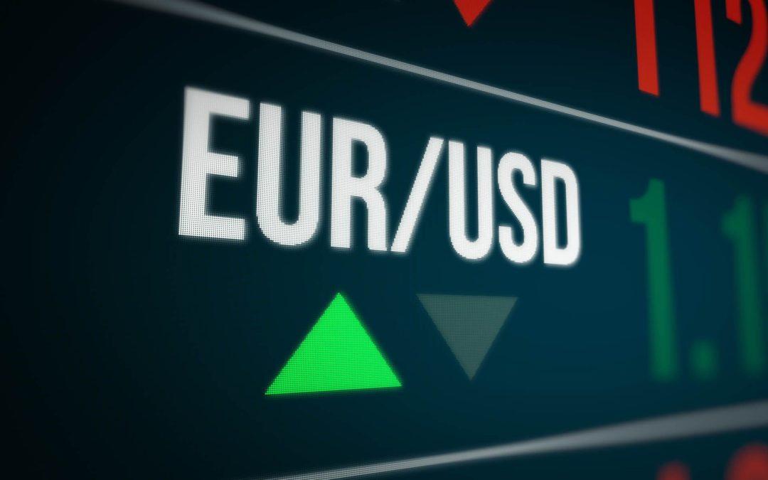 EUR/USD sale e tocca quota 1,12: la quotazione in tempo reale