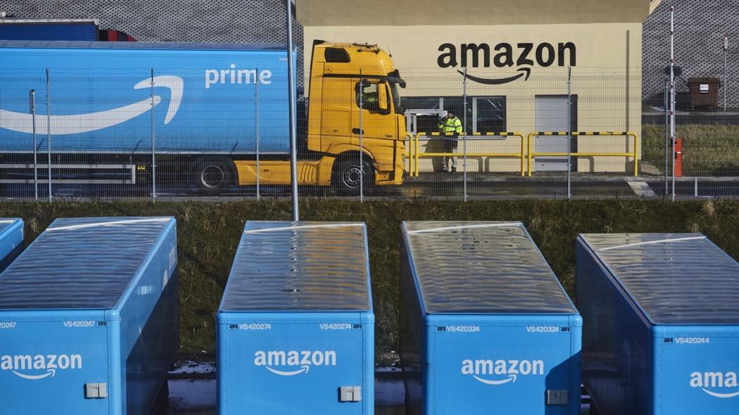 Amazon lancia i camion di grossa taglia per le consegne, come UPS e FedEx