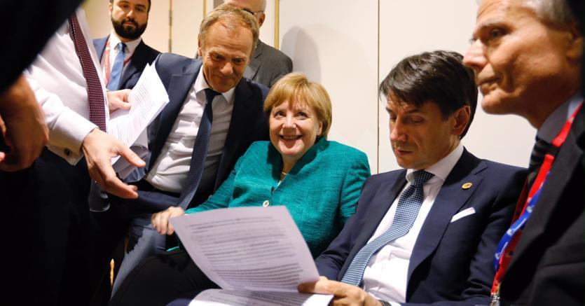 Borse Europee, Daimler sostiene il mercato in attesa del vertice UE