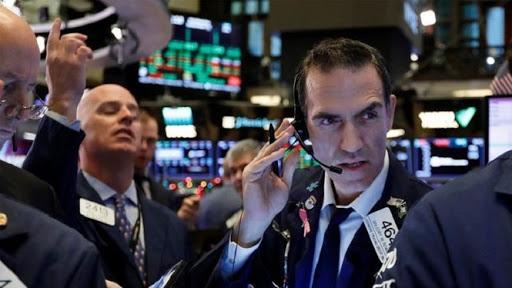 Mercato azionario a livelli record: come può accadere durante una crisi economica?
