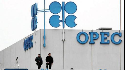 L'OPEC + si riunisce per verificare i tagli alla produzione di petrolio