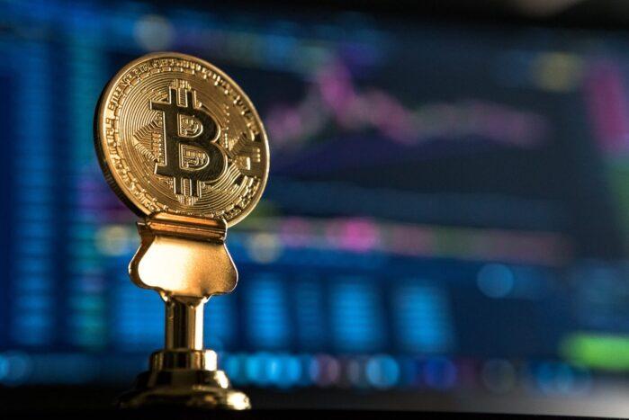 Bitcoin, pausa laterale prima del rialzo a 12k?
