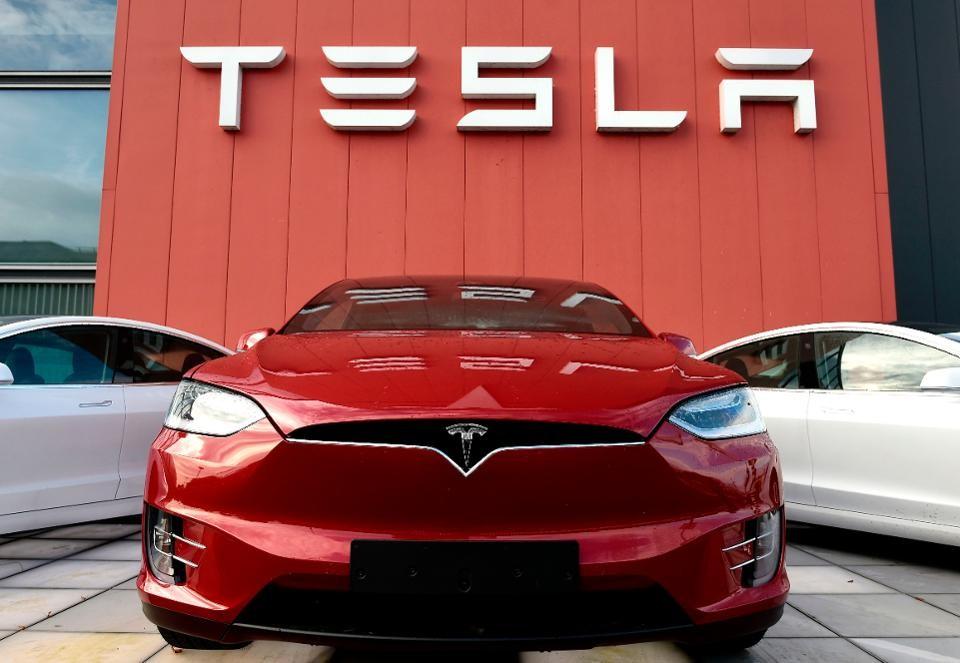 Tesla, il pilota automatico non supera la valutazione di sicurezza europea