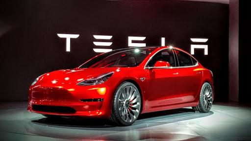 Tesla taglia il prezzo di Model S sotto i 70000 dollari