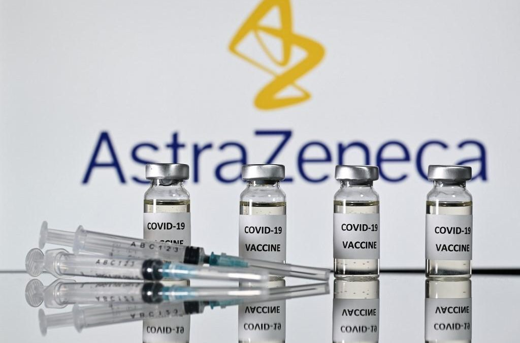 AstraZeneca, la Gran Bretagna approva il vaccino