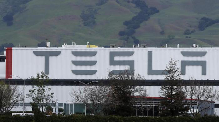 Azioni Tesla, è il giorno del debutto nell'S&P 500: borse volatili