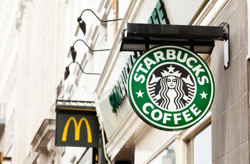 Starbucks o McDonald's, qual è il miglior titolo da comprare ora?