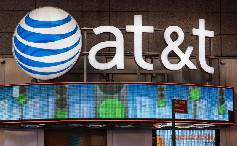 Azioni AT&T, è il momento di acquistare e bloccare il dividendo?