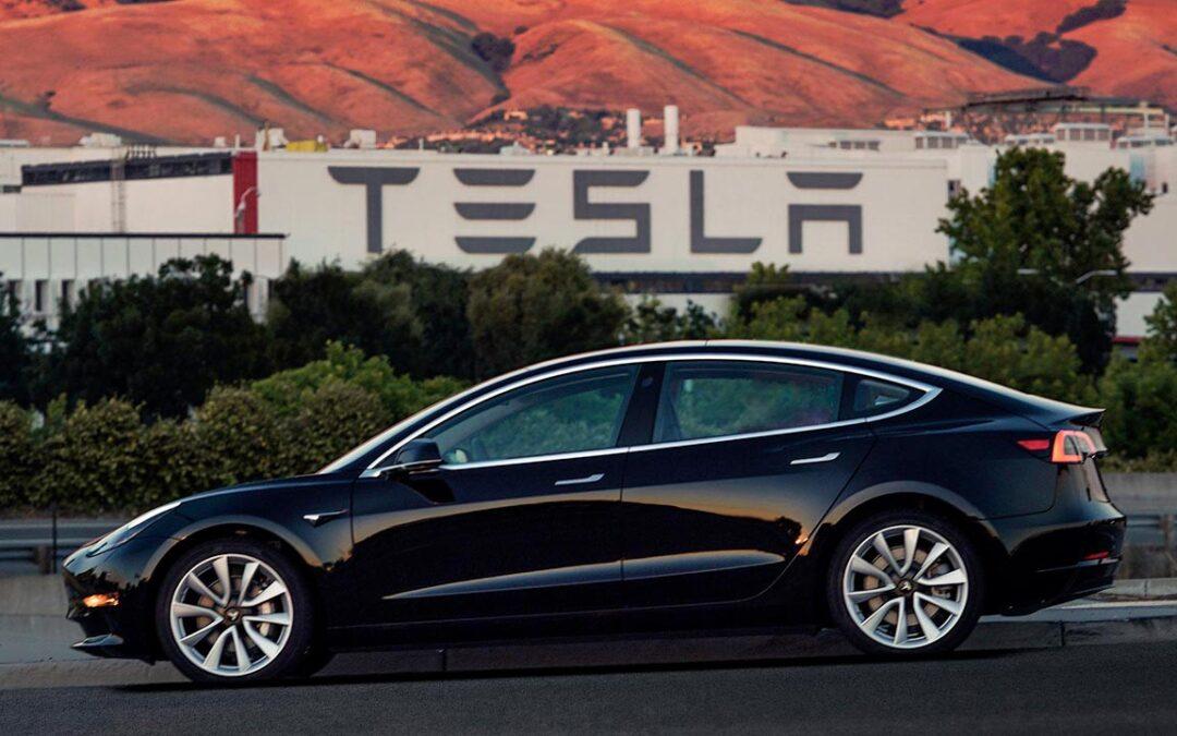 Azioni Tesla, nuova impennata: i motivi del balzo
