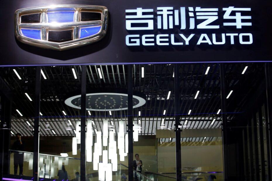 Tesla da leader a bersaglio del settore EV: la sfida di Geely