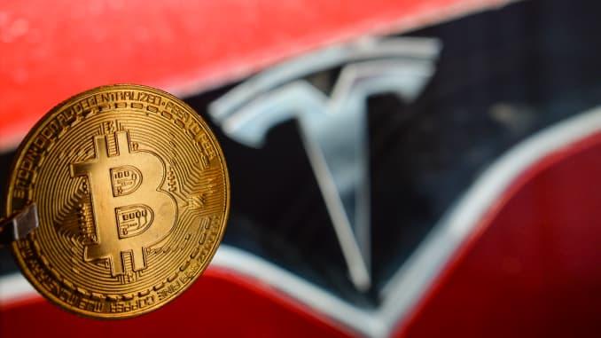 Tesla, è ufficiale: ora le auto possono essere acquistate con il Bitcoin