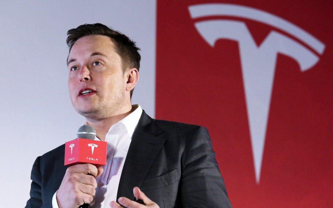 Tesla modifica i prezzi dei suoi veicoli, titolo da acquistare adesso