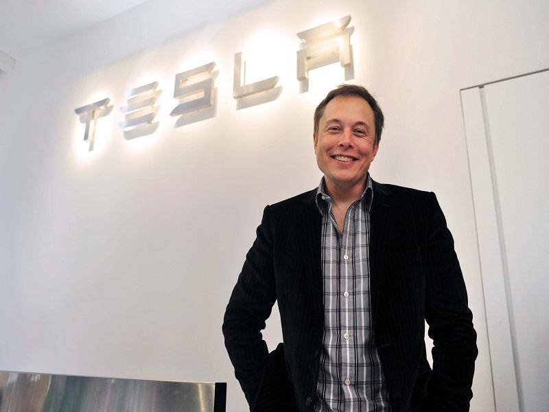 Tesla, sale il valore di mercato: azioni in rally nel pre market