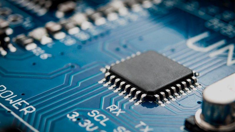 Mercati, le cause della carenza globale di semiconduttori