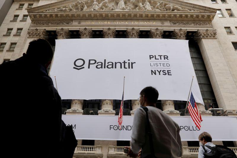 Palantir potrebbe aggiungere Bitcoin al proprio bilancio: i dettagli