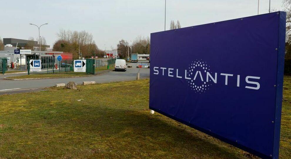 Stellantis investe in Italia: possibile apertura di una fabbrica di batterie