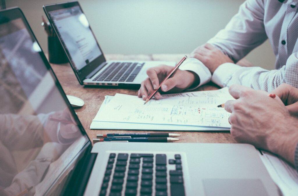 Investire in azioni nel settore delle comunicazioni: la guida