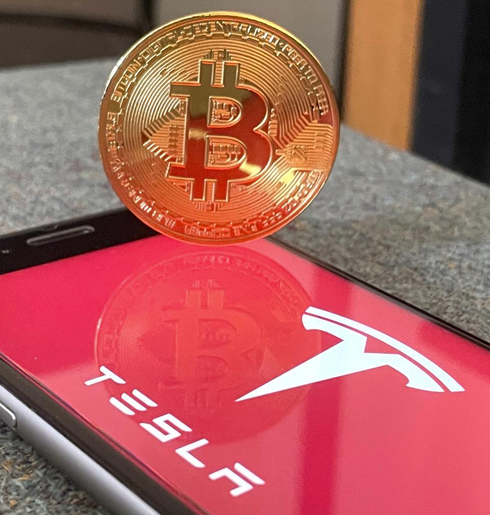 Azioni Tesla, nuova impennata: la correlazione con il Bitcoin