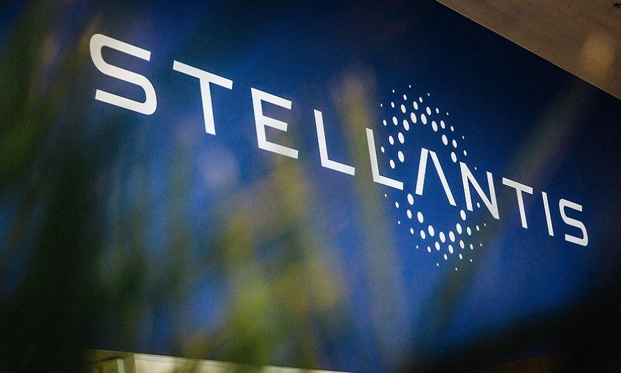 Stellantis, la lotta dell'Italia per il nuovo impianto può influire sul titolo?