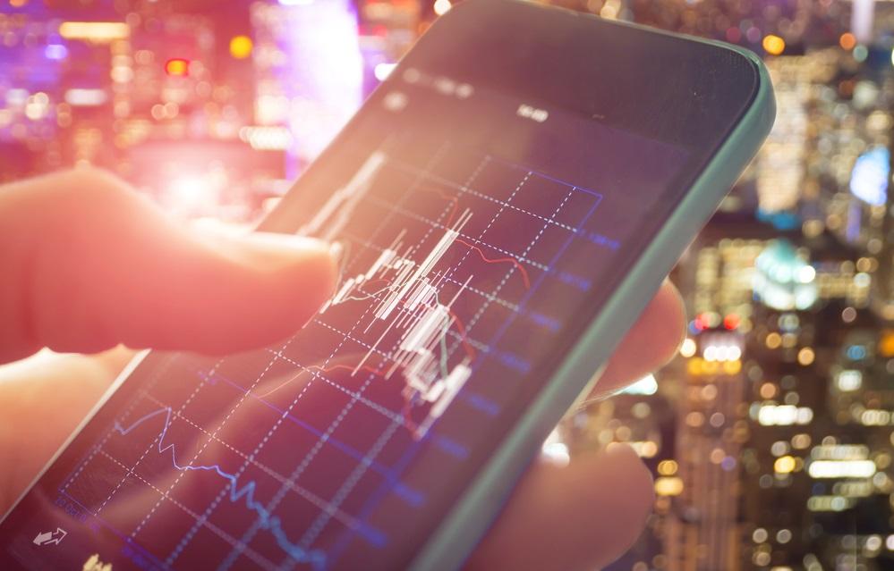 Trading online, l'invasione dei piccoli investitori via app