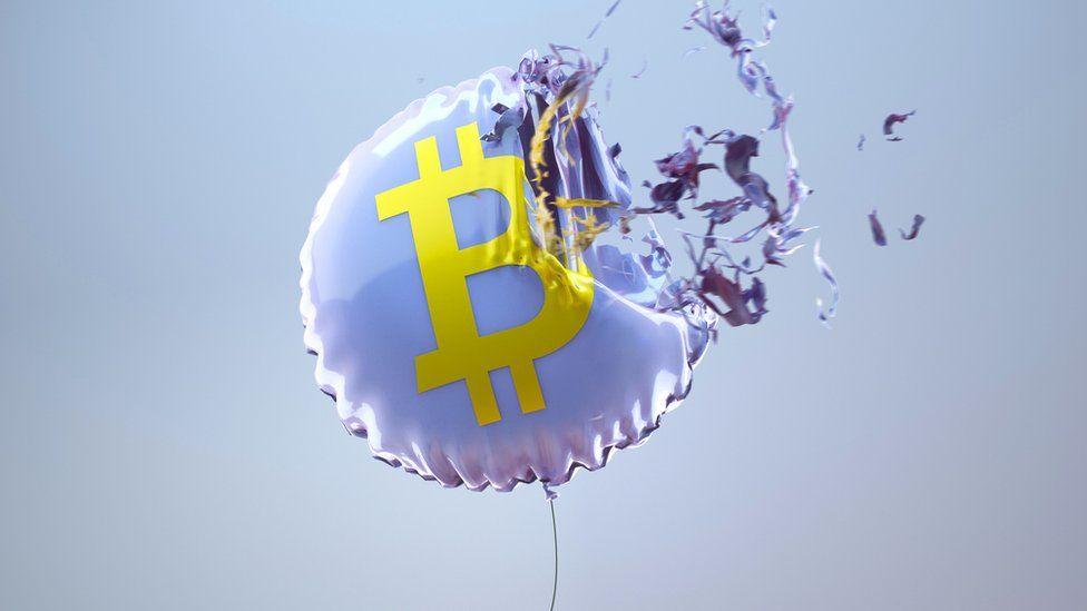 Bitcoin ritraccia, la capitalizzazione del mercato crypto perde 80 miliardi